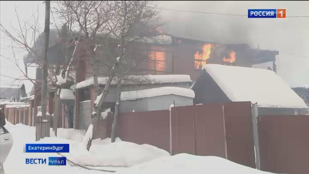 На Ангарской загорелся частный жилой дом