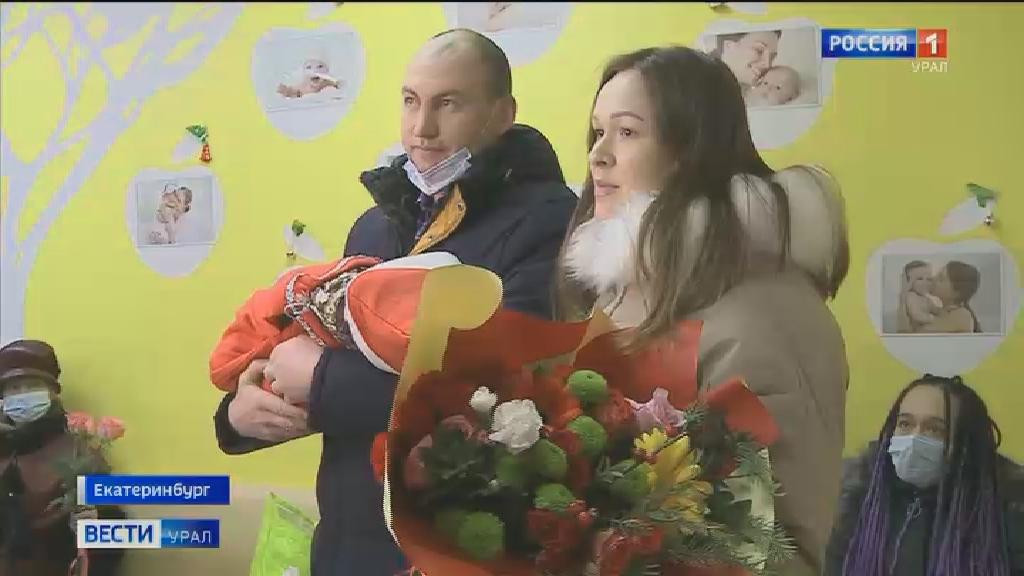 Новогодние костюмы для выписки новорождённых подготовили в Екатеринбургском перинатальном центре