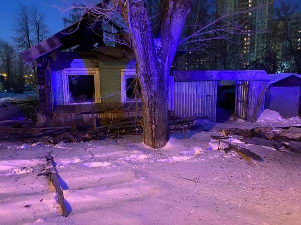 Ночью два человека погибли при пожаре на ВИЗЕ