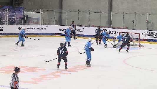 В Курганово проходят игры «Кубка чемпионов Ночной хоккейной лиги»