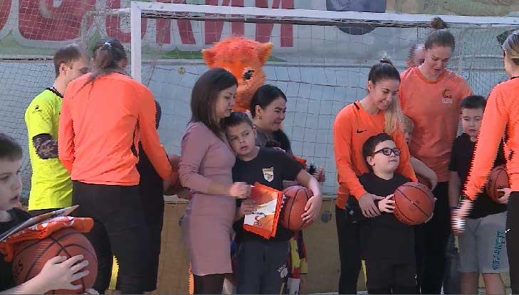 Уральские «лисицы» провели тренировку для ребят из инклюзивной футбольной команды