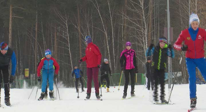 Тысячи уральцев вышли в эти выходные на «Лыжню России»