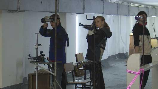 Чемпионат по стрельбе из пневматического оружия проходит в Уральской столице