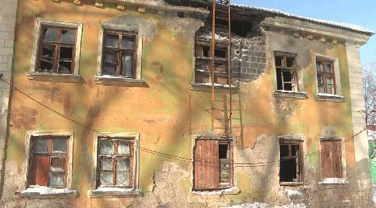 В Первоуральске в аварийном доме живут несколько семей
