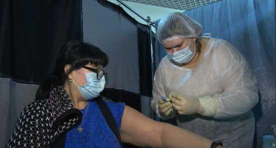Пункт вакцинации от коронавируса работал сегодня в одном из ТЦ Екатеринбурга