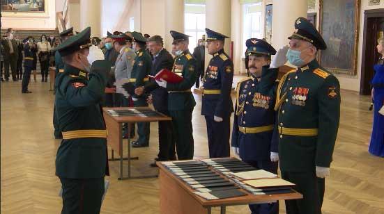Дипломы об окончании ВУЗа получили выпускники военно-учебного центра УрФУ