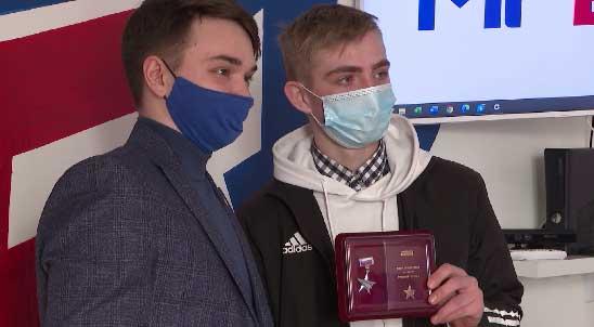 Два свердловских школьника награждены медалью «Юные герои»