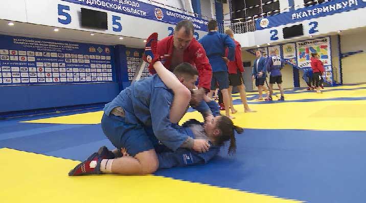 Уральские спортсмены завоевали 12 медалей на Первенстве страны по самбо