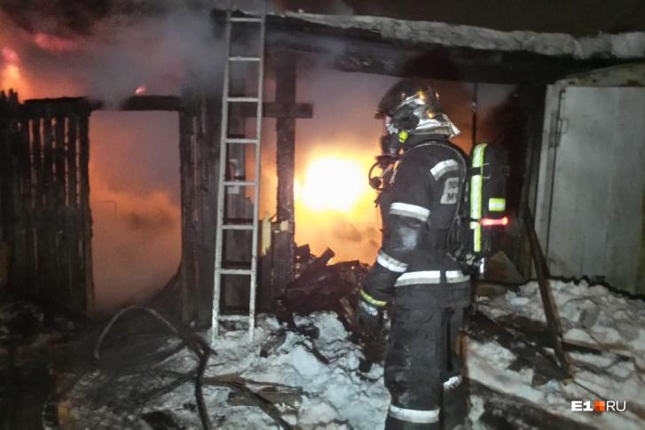 На улице Венгерских Коммунаров сгорел частный дом. Хозяина дома удалось спасти