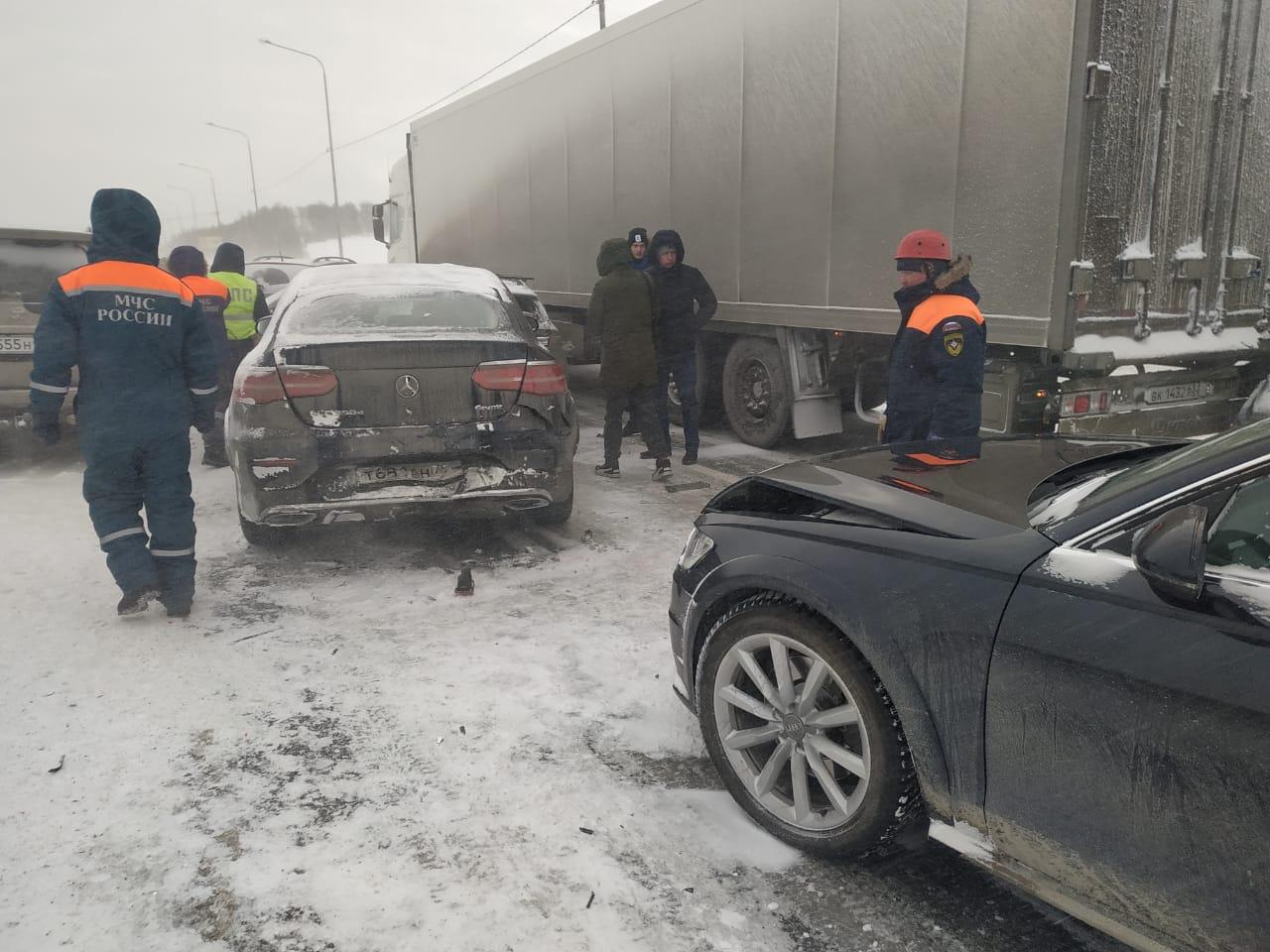 Сразу 20 автомобилей столкнулись накануне на Челябинском тракте на территории Сысертского городского округа