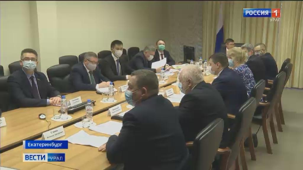 Владимир Якушев провёл совещание с руководителями профсоюзов