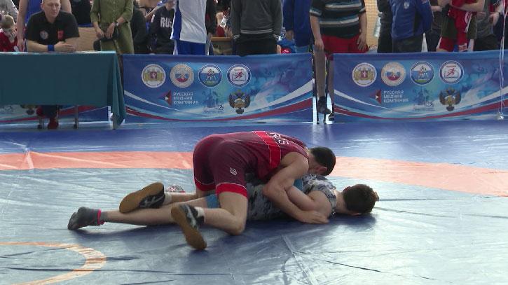 Спортсмены со всего УрФО собрались на соревнования по греко-римской борьбе