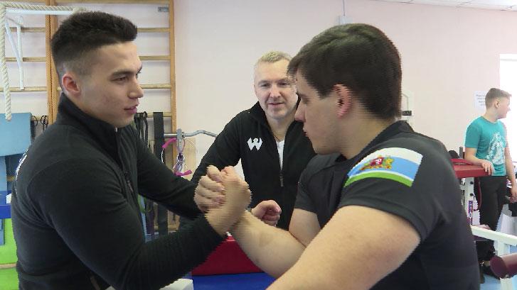 На Первенстве России по армрестлингу свердловские спортсмены завоевали 25 медалей