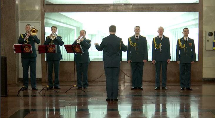 Ансамбль Росгвардии устроил концерт в метро