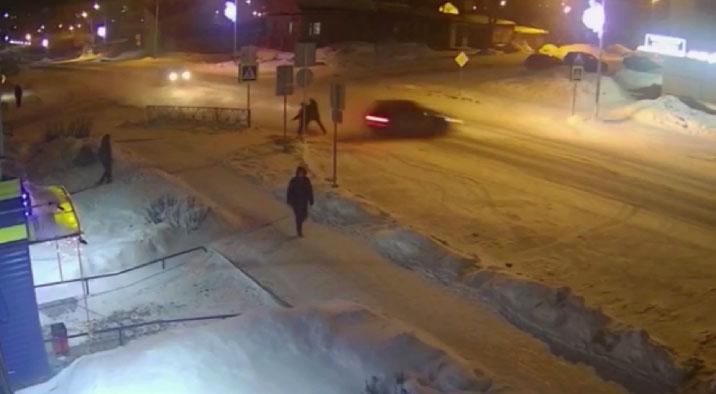 В Североуральске автомобиль на огромной скорости развернуло на дороге