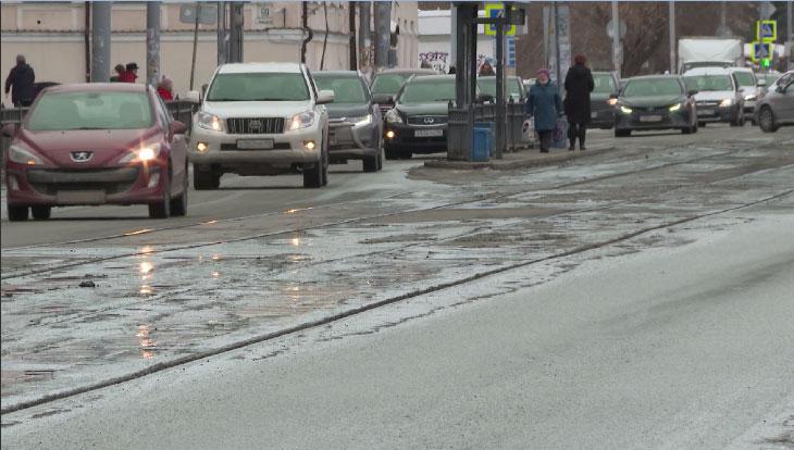 За одну ночь с городских улиц вывезено почти 6,5 тысяч тонн снега
