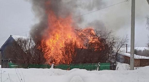 В посёлке Лёвиха в пожаре пострадали три человека