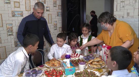 Многодетная семья погорельцев из Екатеринбурга получила новое жильё