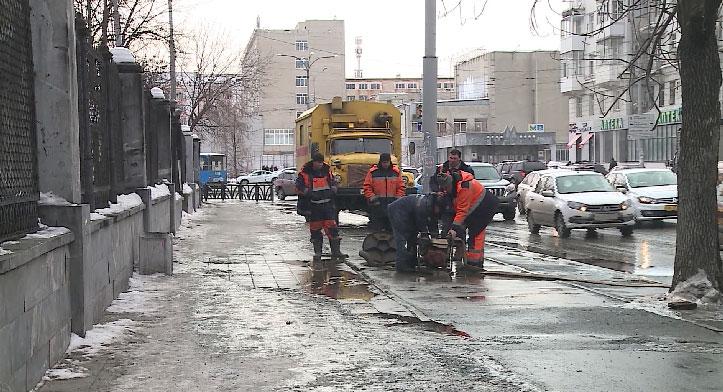 В центре Екатеринбурга затопило две улицы