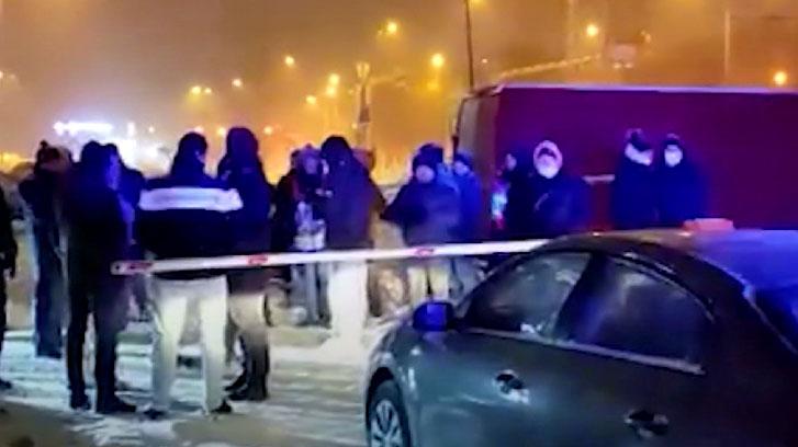 Жители новостройки протестуют против платной парковки возле дома
