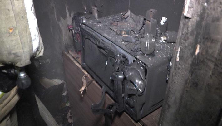 В многоэтажке на Степана Разина ночью загорелась квартира