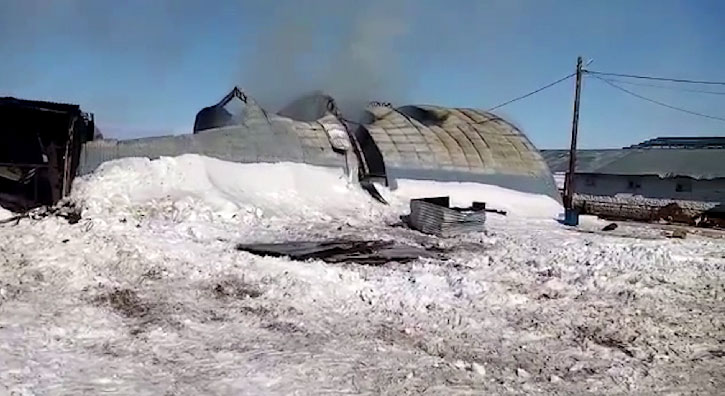 В Белоярском сгорел ангар по ремонту сельхозтехники
