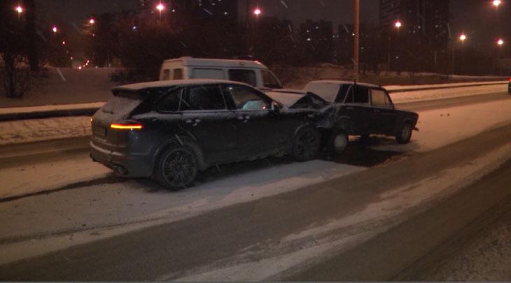 Porsche на полном ходу врезался в ВАЗовскую «шестёрку»