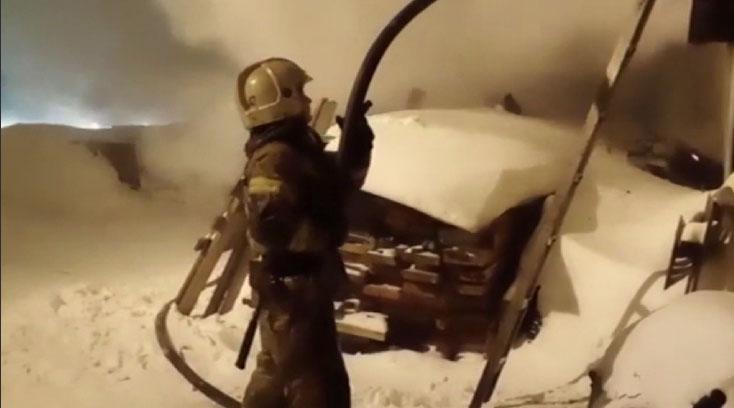 В Первоуральске сгорела частная конюшня