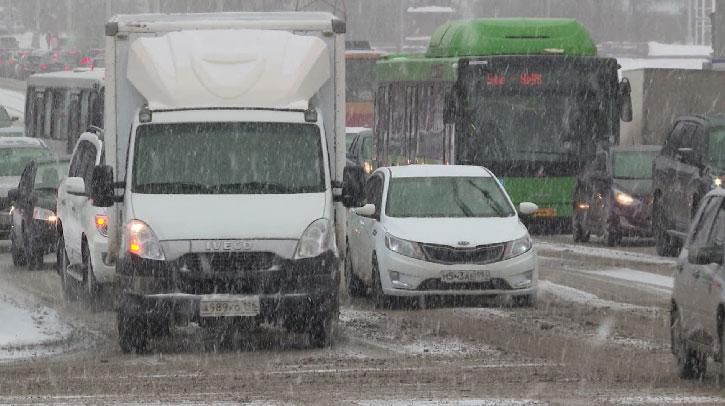 Екатеринбург в конце рабочей недели встал в пробки