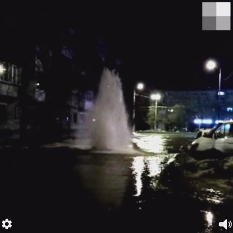 На Уралмаше из-под земли забил фонтан холодной воды