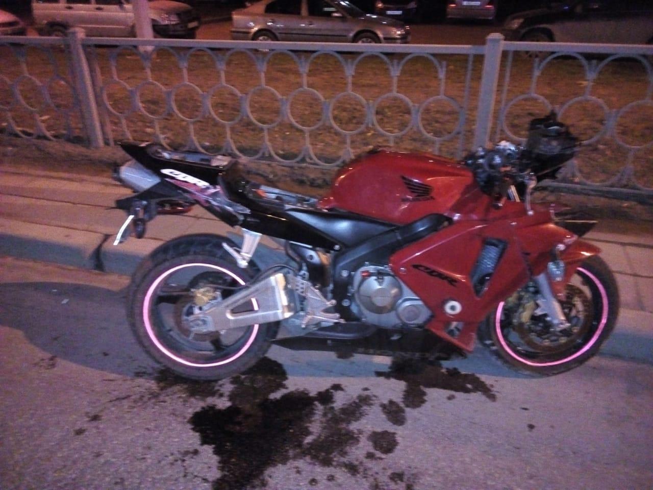 На улице Таватуйской мотоциклист сбил пешехода на смерть.