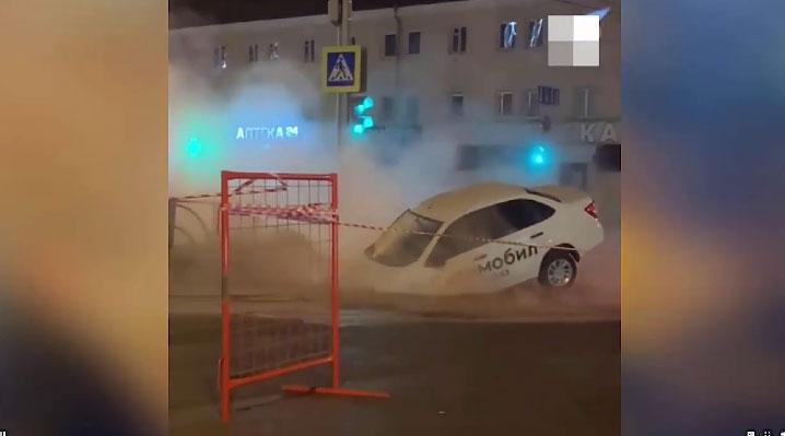 Ночью на перекрёстке Учителей-Сулимова такси провалилось в дыру
