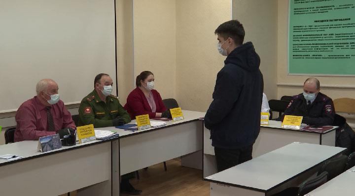 На Урале начали работу призывные комиссии