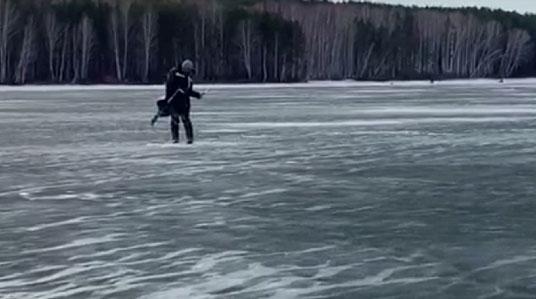 Сотрудники МЧС спасли рыбаков на Белоярском водохранилище