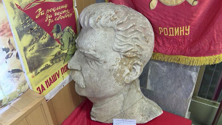 Барельеф Иосифа Сталина обнаружили в Доме офицеров