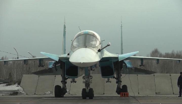 На учениях лётчики ЦВО отработали дозаправку топливом в воздухе