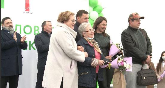 Екатеринбургские семьи получили ключи от новых квартир