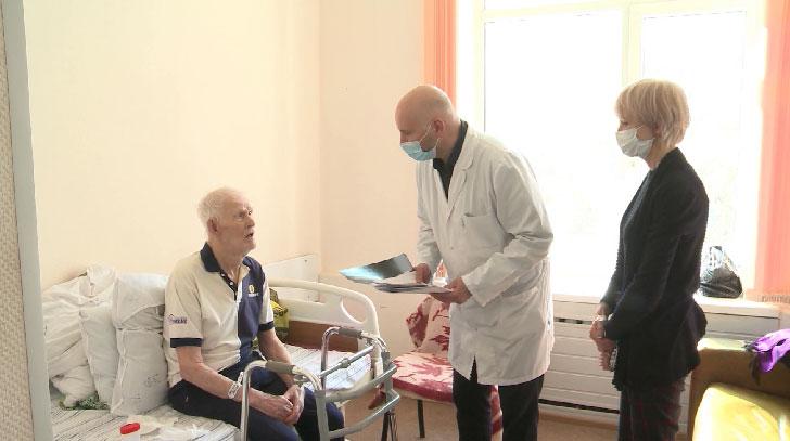 Уральские хирурги провели 95-летнему пациенту протезирование тазобедренного сустава
