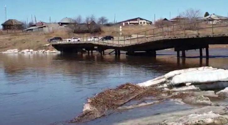 Жители села Толмачево остались без моста на «большую землю»