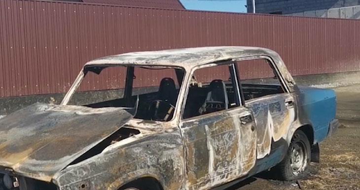 Сотрудники ДПС помогли водителю выбраться из горящего авто