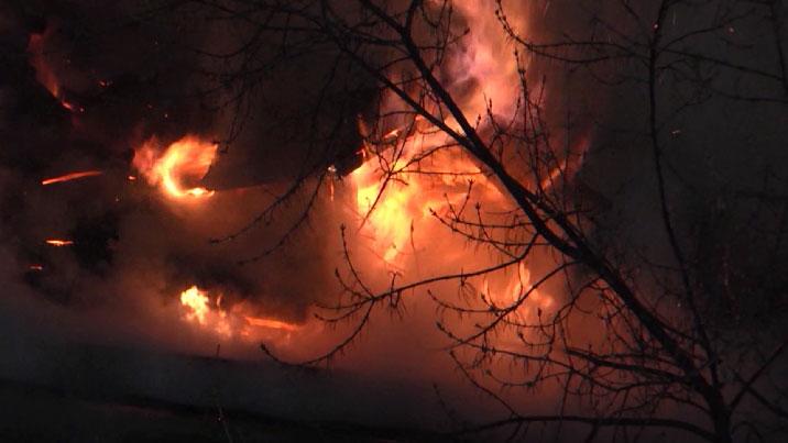 В Екатеринбурге сгорел частный дом