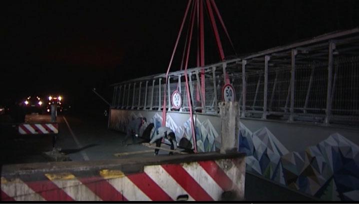 Задержан водитель грузовика, снесший мост на ЕКАДе