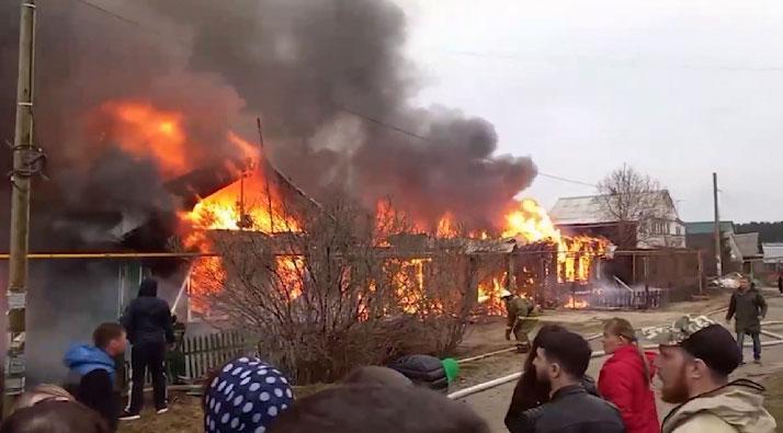 Крупный пожар вспыхнул накануне в Березовском