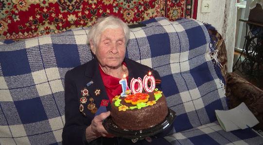 В Екатеринбурге 100-летний юбилей отметила фронтовая медсестра Елизавета Смоленцева