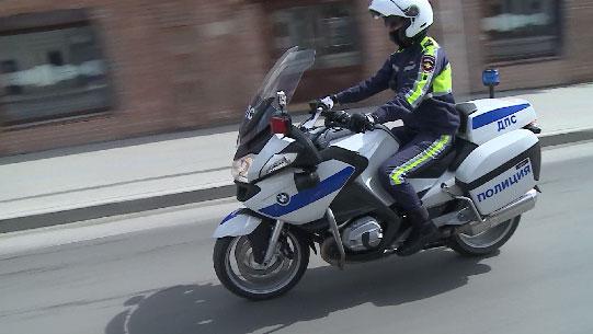 Сотрудники ГИБДД патрулируют дороги на мотоциклах