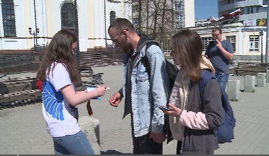 В Свердловской области продолжают раздавать Георгиевские ленты