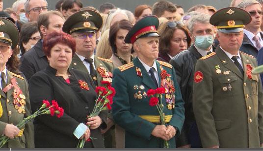 На Широкореченском мемориале почтили память погибших в годы ВОВ