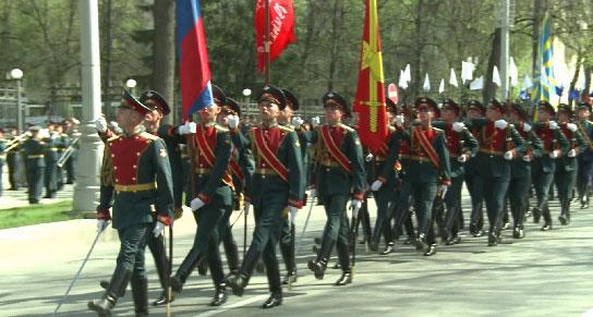 У памятника Жукова прошёл мемориальный митинг