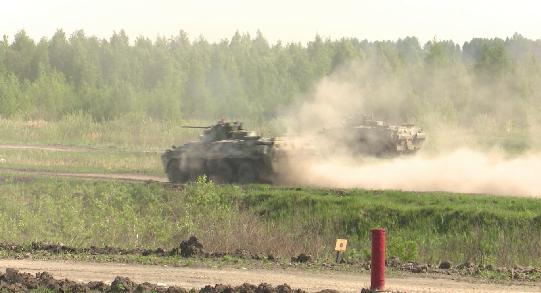 В Елани курсанты сдали экзамен на управление боевыми машинами