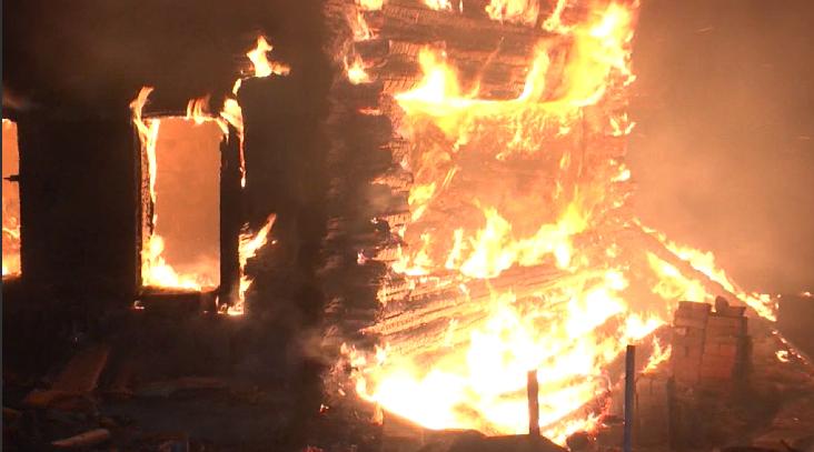 В посёлке Шабровский сгорели два дома